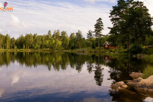 lakes with cabins