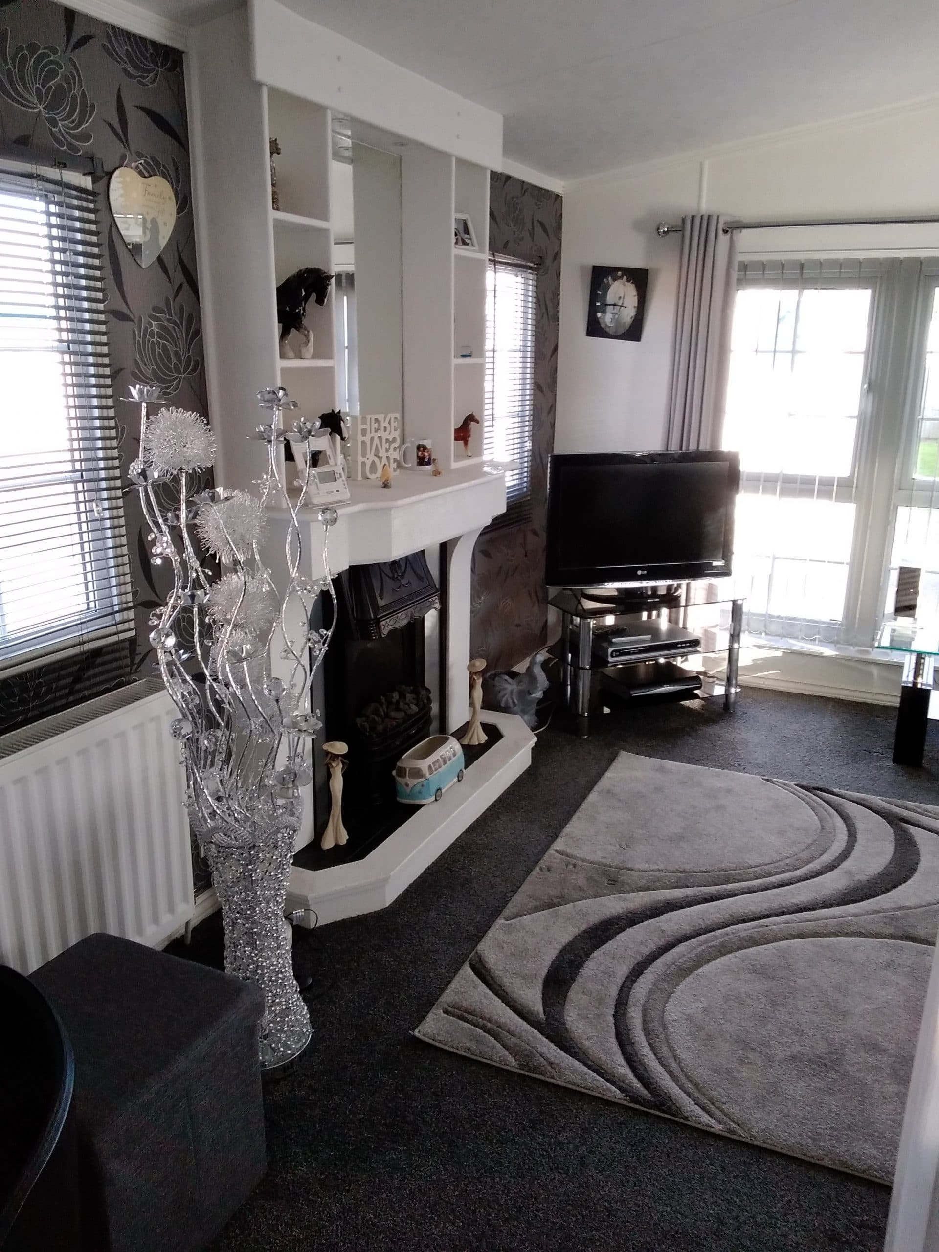 Willerby Vogue lounge with fireplace